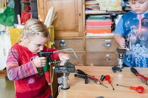 Kindergartenkind werkt mit KiTec