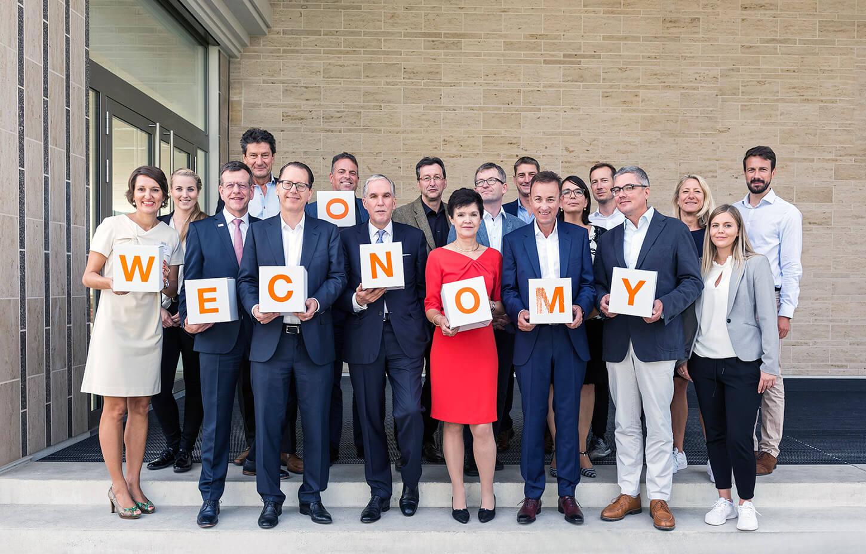 Gruppenfoto der WECONOMY-Jury mit dem WECONOMY-Team der Wissensfabrik, UnternehmerTUM und dem Handelsblatt