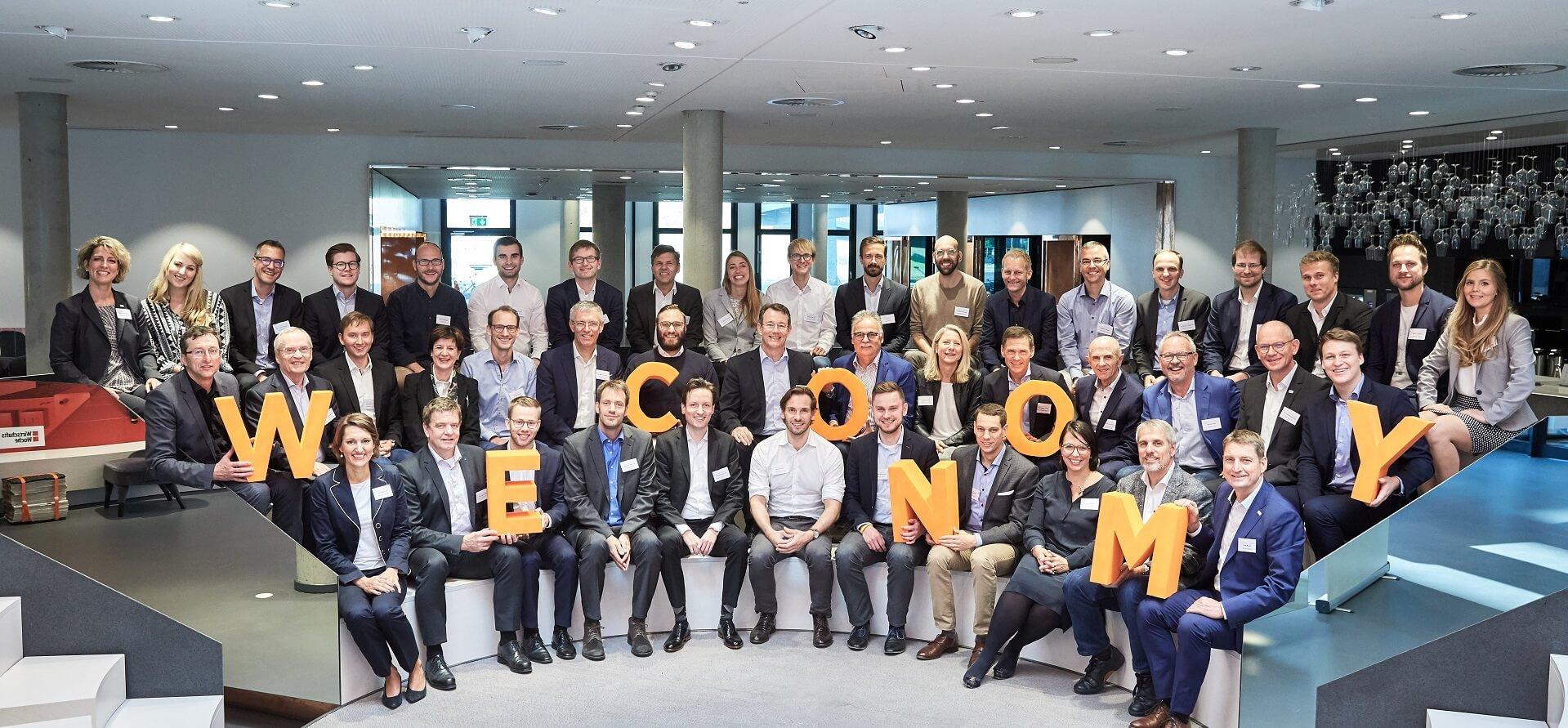 Gruppenfoto WECONOMY-Wochenende mit Start-ups und Topmanager, Team Wissensfabrik, UnternehmerTUM, Handelsblatt