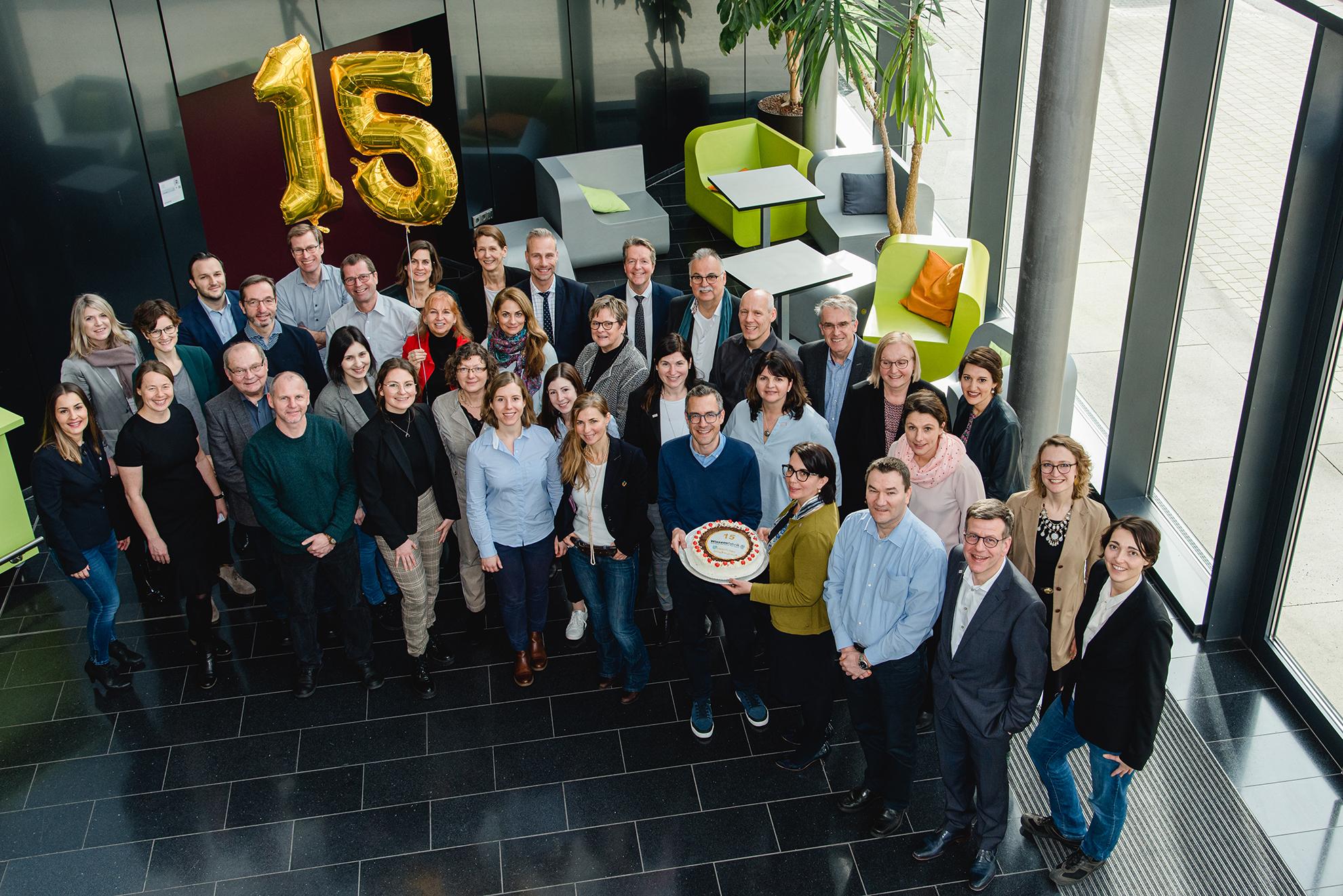 Gruppenfoto zum 15. Geburtstag der Wissensfabrik